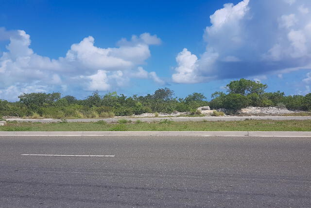 276 feet of Leeward Highway Frontage